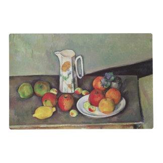 Todavía vida con el jarro de leche y la fruta, tapete individual