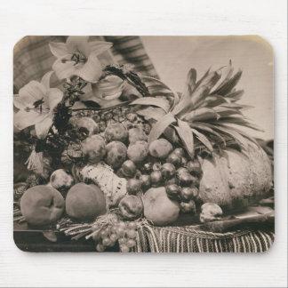 Todavía vida con la fruta, 1860 (foto de la sepia) alfombrilla de ratón