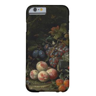 Todavía vida con la fruta, el follaje y los funda de iPhone 6 barely there