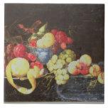 Todavía vida con la fruta en el cuenco de Delft, i Azulejo Cuadrado Grande