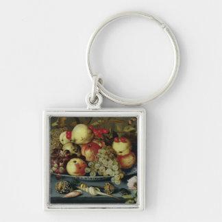 Todavía vida con la fruta, las flores y los marisc llavero personalizado