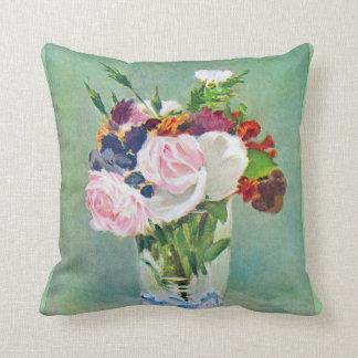 Todavía vida con las flores por Manet Cojín Decorativo