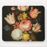 Todavía vida con las flores tapete de ratón
