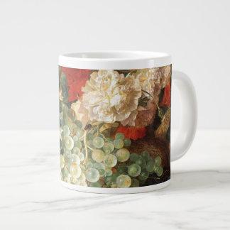 Todavía vida con las flores y la fruta taza extra grande