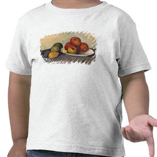 Todavía vida con las manzanas c 1890 camisetas