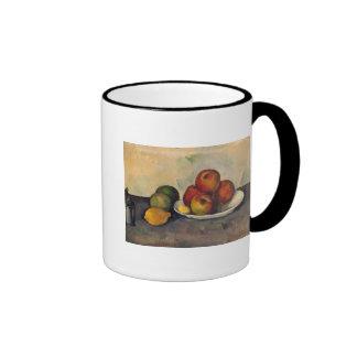 Todavía vida con las manzanas c 1890 taza