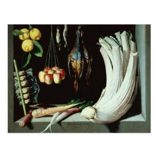 Todavía vida con los pájaros muertos, fruta y postal
