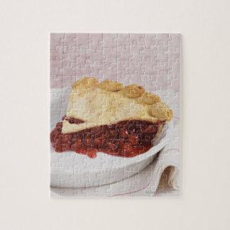 Todavía vida con una empanada de la cereza puzzles con fotos