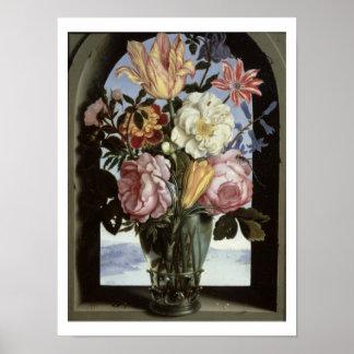Todavía vida de flores en un vidrio de consumición impresiones