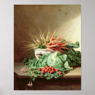 Todavía vida de fresas, de zanahorias y de la col impresiones