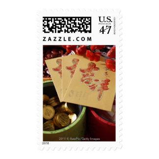 Todavía vida de las chucherías chinas del Año Sellos Postales