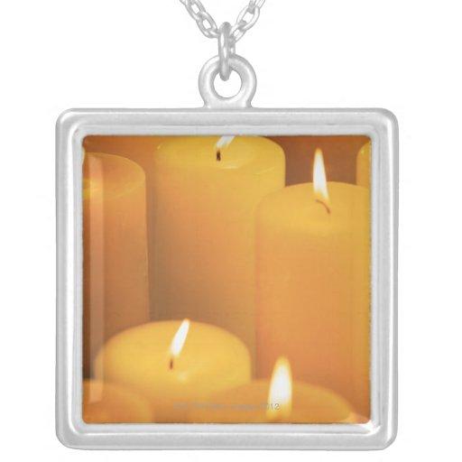 Todavía vida de velas encendidas pendientes personalizados