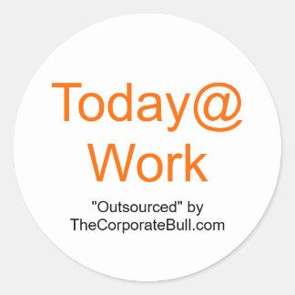 "Today@Work, ""externalizó"" por TheCorporateBull.com Pegatina Redonda"