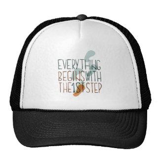 Todo comienza con el primer paso gorra