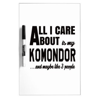 Todo cuidado de i es alrededor mi Komondor. Pizarras Blancas