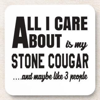 Todo cuidado de i es alrededor mi puma de piedra posavasos de bebida