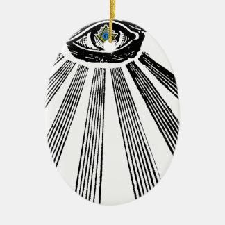 Todo el cuadrado y compás del ojo que ven adorno navideño ovalado de cerámica