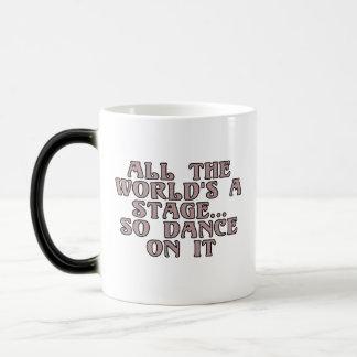 Todo el mundo es una etapa… así que danza en él taza mágica
