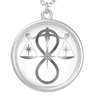 Todo el símbolo universal del monocromo del poder  colgante redondo