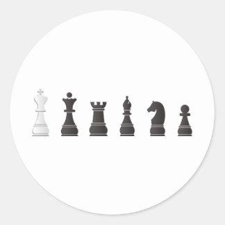 Todo el un blanco negro, pedazos de ajedrez pegatina redonda