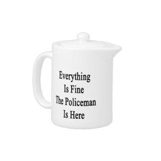 Todo es el policía está muy bien aquí