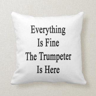 Todo es el trompetista está muy bien aquí almohada