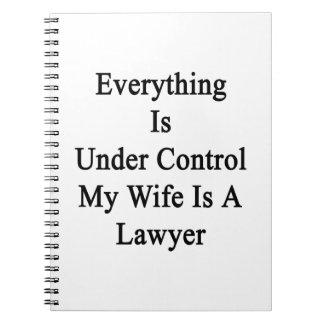 Todo está bajo control que mi esposa es abogado cuaderno