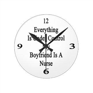 Todo está bajo control que mi novio es un Nurs Reloj Redondo Mediano