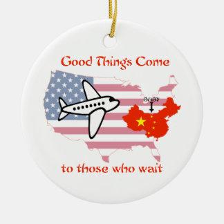 Todo llega para quien sabe esperar - adopción de adorno navideño redondo de cerámica