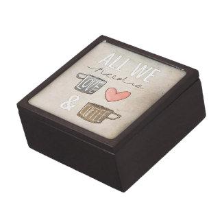 Todo lo que necesitamos es amor y café cajas de recuerdo de calidad