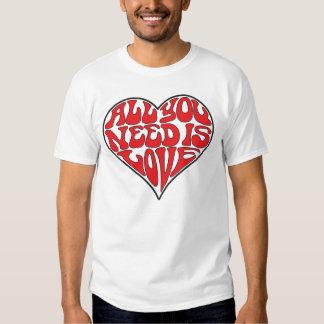 Todo lo que usted necesita es amor (la camiseta playeras
