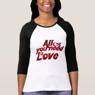 Todo lo que usted necesita es amor camiseta