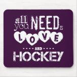 Todo lo que usted necesita es amor y hockey tapetes de ratón