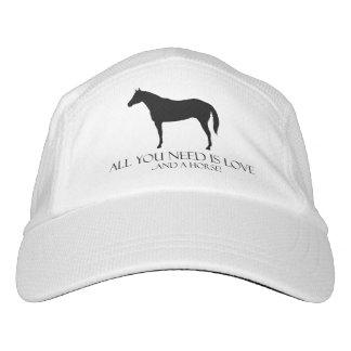 ¡Todo lo que usted necesita es amor y un caballo! Gorra De Alto Rendimiento