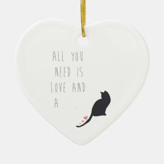 Todo lo que usted necesita es amor y un gato ornamente de reyes