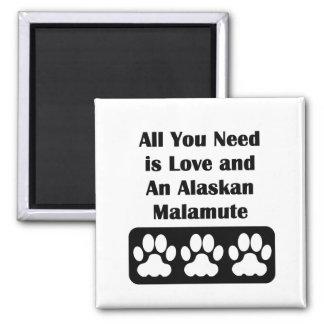 Todo lo que usted necesita es amor y un Malamute Imán Cuadrado