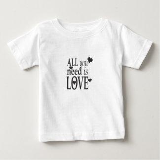 Todo you need is love playera de bebé