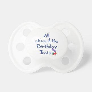 Todos a bordo del tren del cumpleaños chupete de bebé