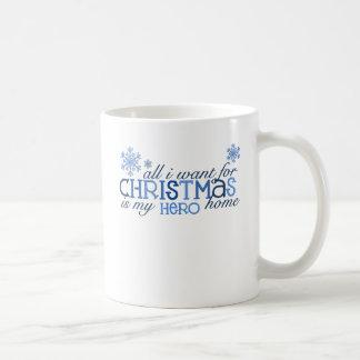Todos lo que quiero para el héroe del navidad… taza