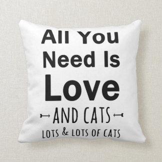 Todos lo que usted necesita son amor… y gatos.  cojín decorativo