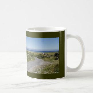 Todos los caminos llevan al mar taza de café
