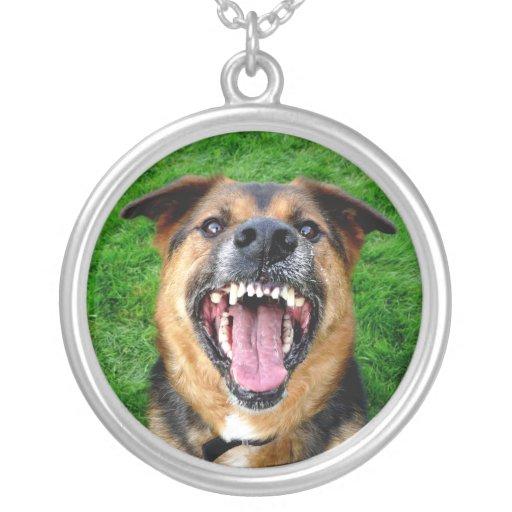 Todos los dientes - perro del gruñido pendientes personalizados
