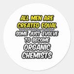 Todos los hombres son químicos orgánicos creados etiqueta redonda