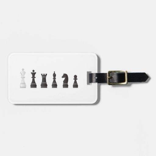 Todos los pedazos de un ajedrez blancos negros etiqueta para equipaje