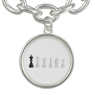 Todos los pedazos de un ajedrez negros blancos pulseras