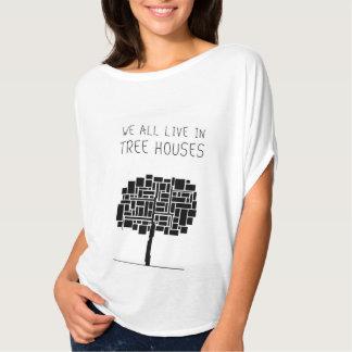 Todos vivimos en casas en el árbol playeras