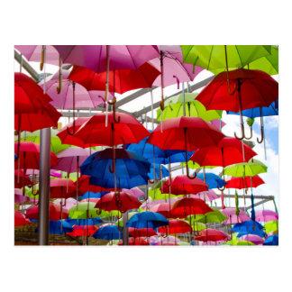 Toldo colorido del paraguas postales