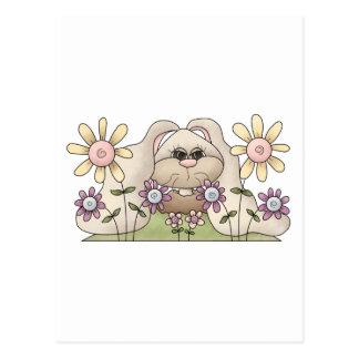 Tolvas de la abrazo • Conejito con las flores Tarjetas Postales