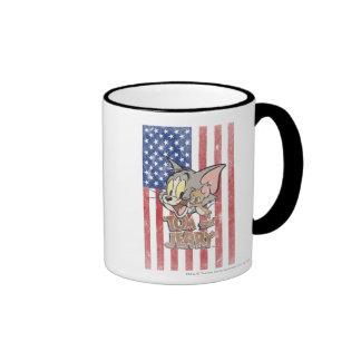 Tom y Jerry con la bandera de los E.E.U.U. Tazas De Café