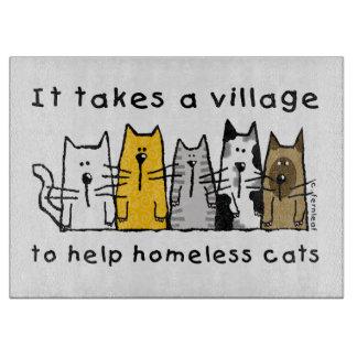 Toma a desamparados de la ayuda del pueblo gatos tabla de cortar